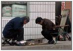 China XVI: Brettspieler an einer Hauptstraße in Peking..