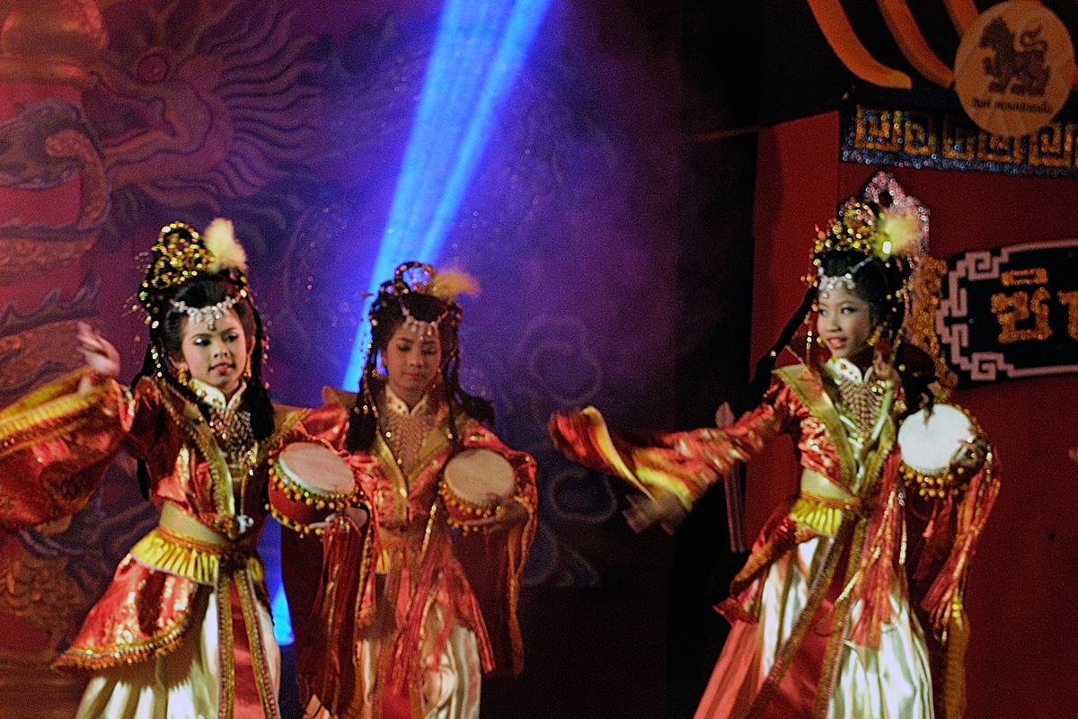 Chinese performance in Sukhothai