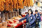 Chinesisches Mädchen am Markt