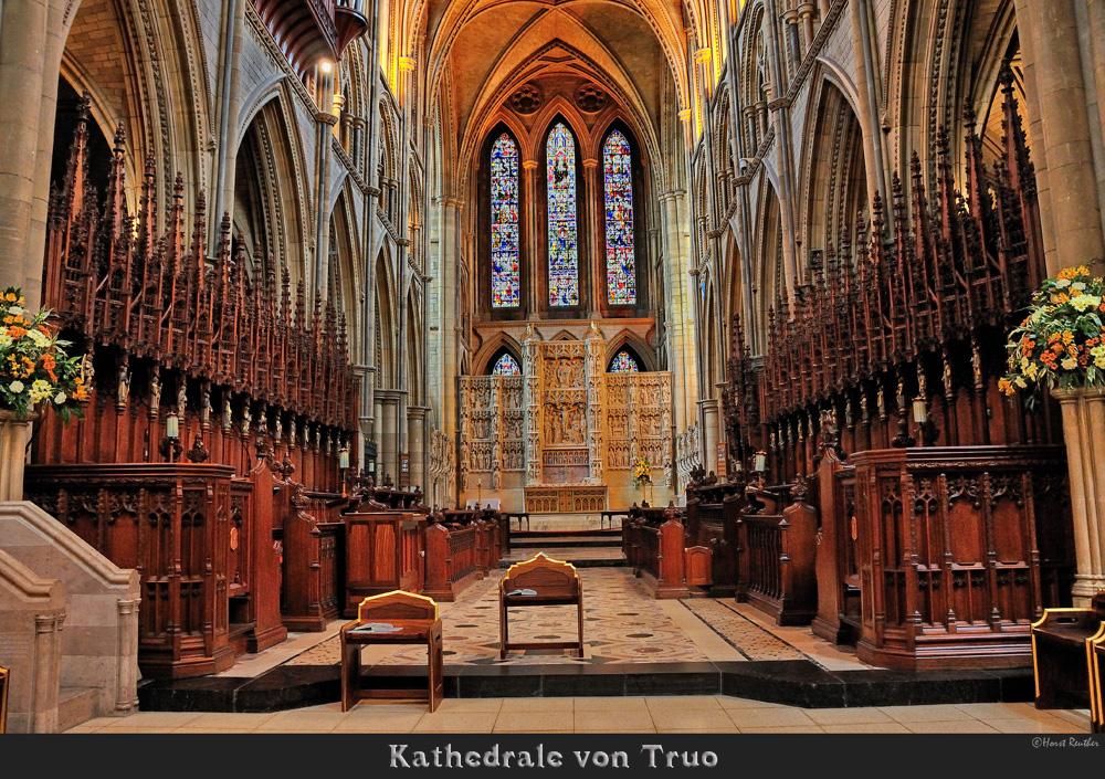 Chorgestühl und Altar in der Kathedrale vonTruro / England
