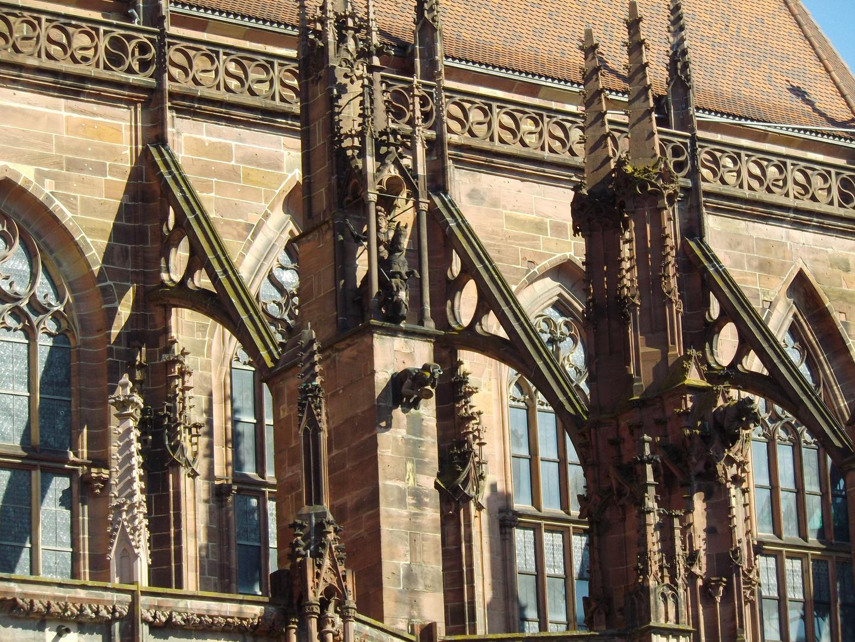 Chorstrebebogen beim Freiburger Münster