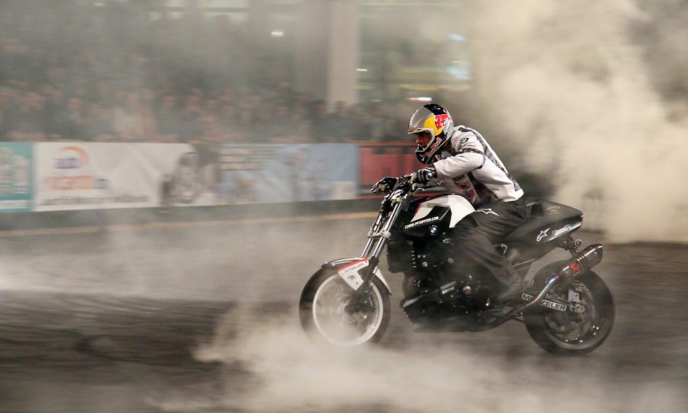 Chris Pfeiffer bei seiner Stunt Show - Bild1