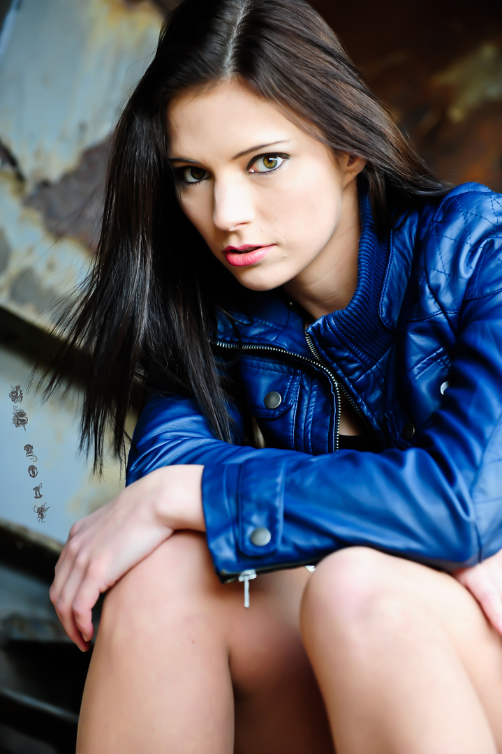 Chrissy*blue leather 2*