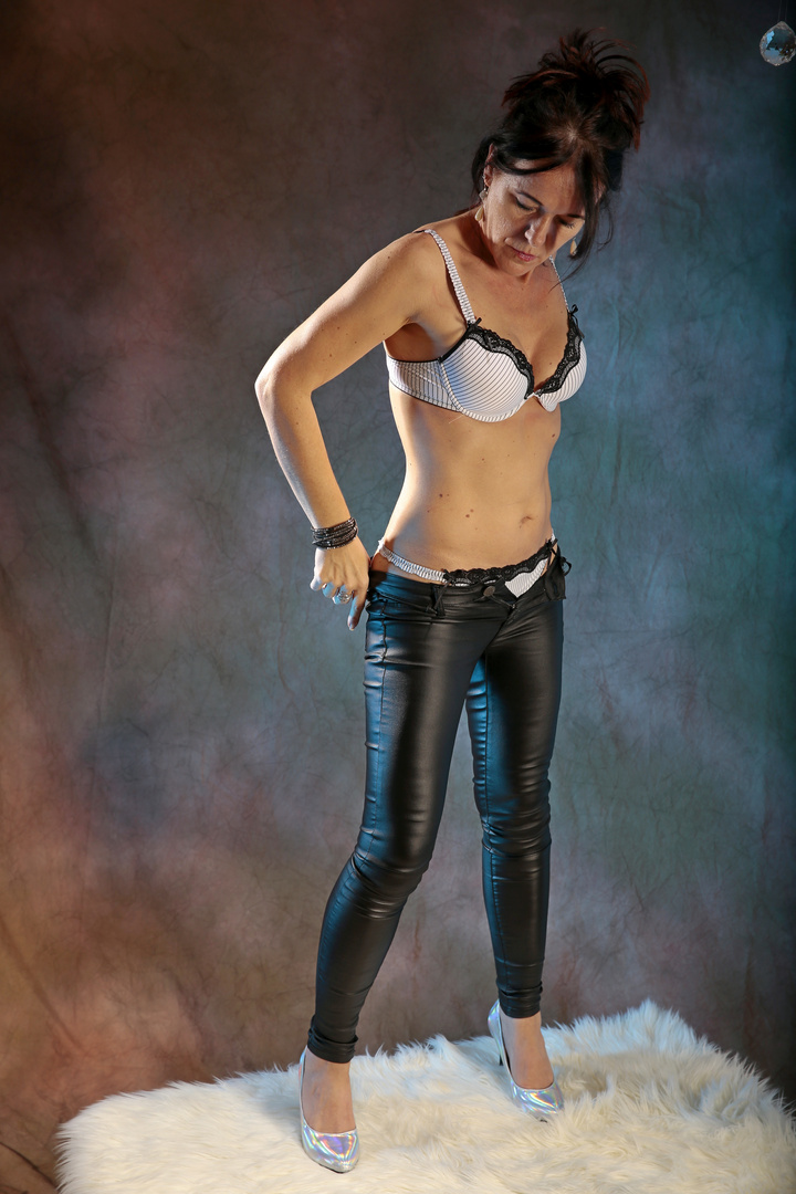Christa_unbeobachtet_meine schwarze Lederhose