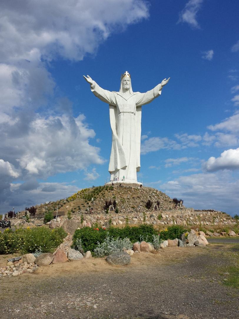 Christus-König-Statue