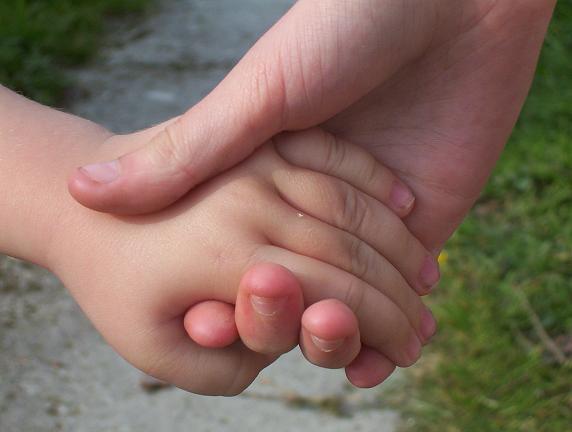 Chrystal et Thomas main dans la main