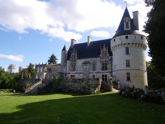 """château de Crazannes, """"du chat botté"""""""