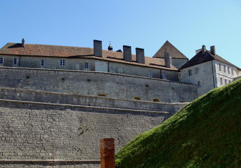 Château de Joux (F).03