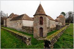 Château de Nailly, les fossés secs
