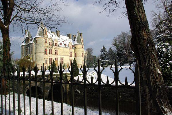 Château des Ravalet sous la neige