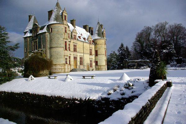 Châteaux des Ravalet sous la neige