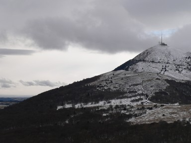 Ciel bleu sur l'antenne du Puy-de-Dôme
