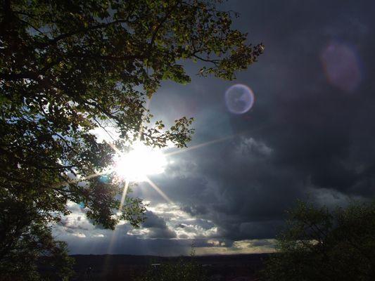 ciel nuageux ensoleillé