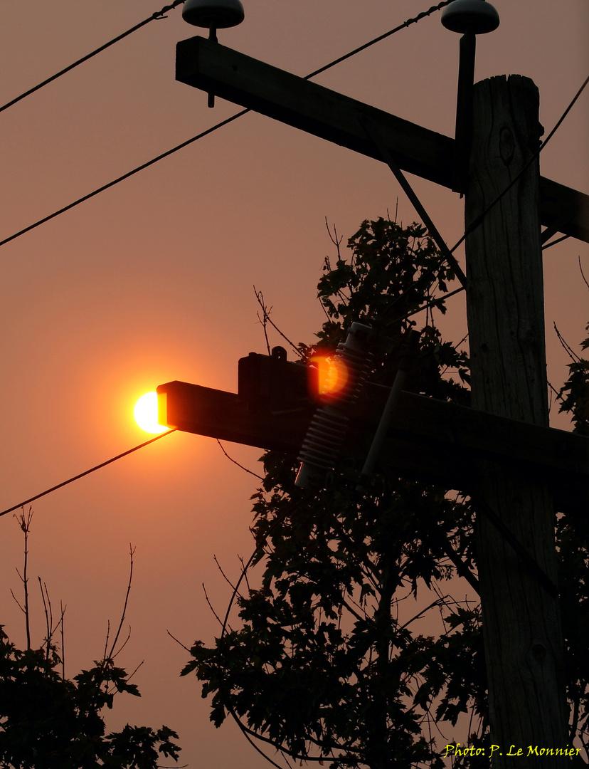 Ciel voilé à Québec par les incendies de forêts le 30 mai 2010