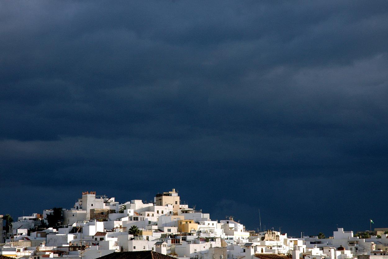 Cielo Oscuro - Pueblo Blanco
