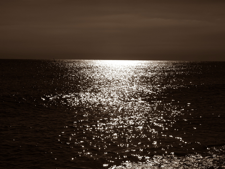 cielo y mar en sepia