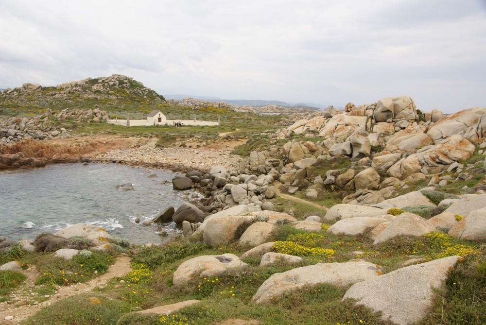 Cimetière au milieu d'une ile perdue