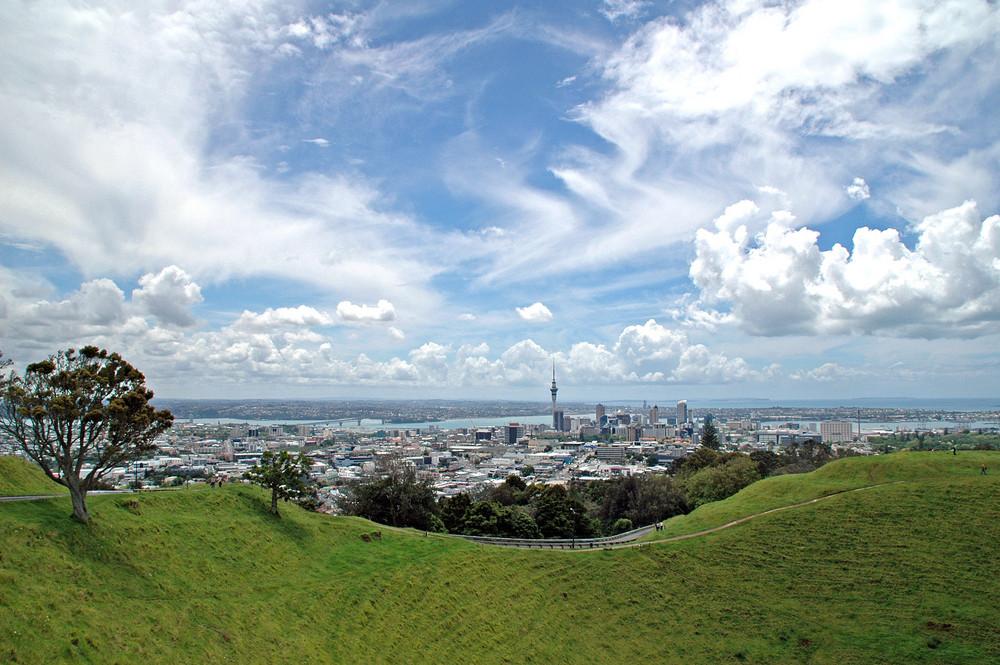 City von Auckland vom Mt. Eden aus - November 2007