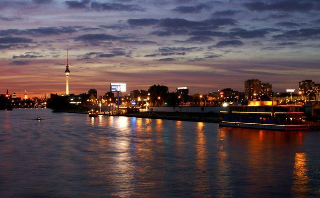 City von Berlin am Abend