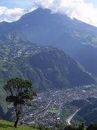 Ciudad de Baños de Agua Santa y Volcán Tugurahua