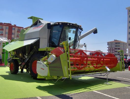 CLAAS TUCANO 340 IN THE AGRITHRACE 2008