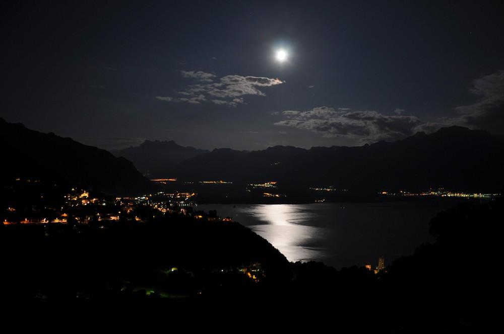 claire de lune sur le lac Léman et les Dents du midi