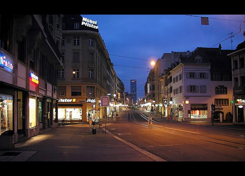 Clarastrasse in Basel bei Nacht