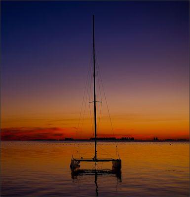 Clareando sobre el Mar Menor III -- Ligero y marinero --