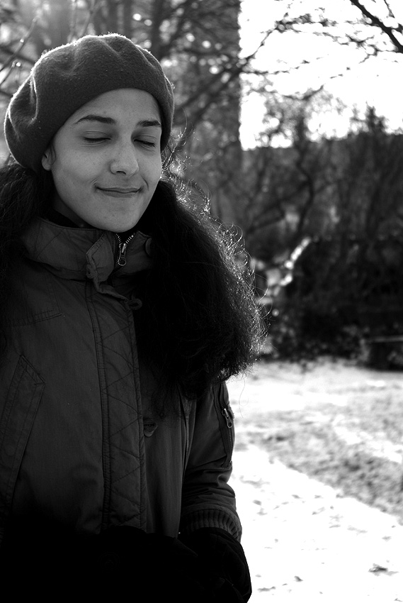 Clarisse dans le parc plein de neige 2