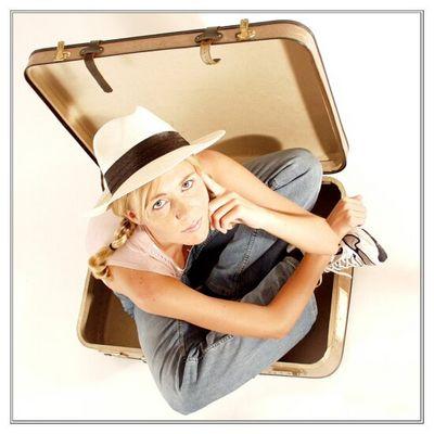 Claudia im Koffer