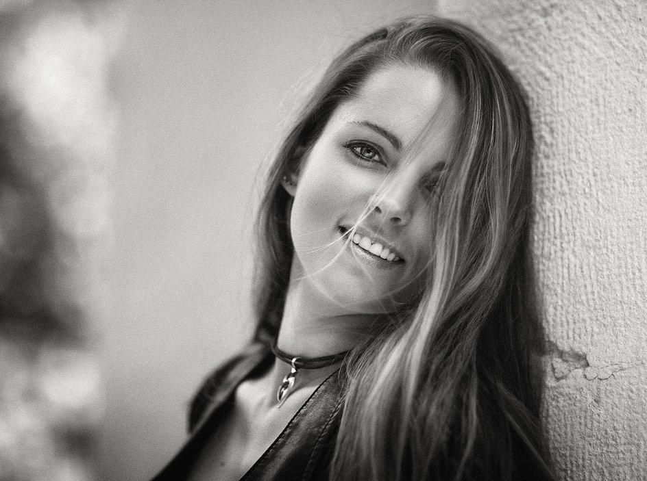 Claudia X
