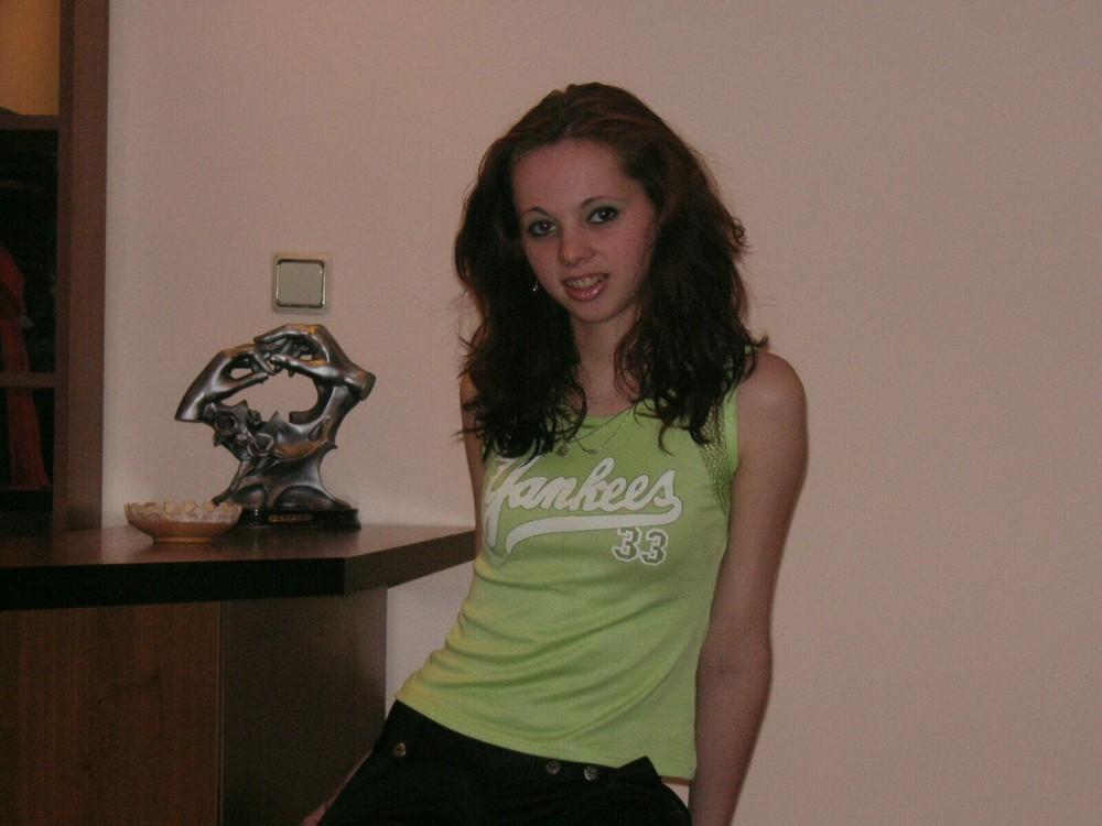 Claudia,21 J.,sucht Arbeit als Modell
