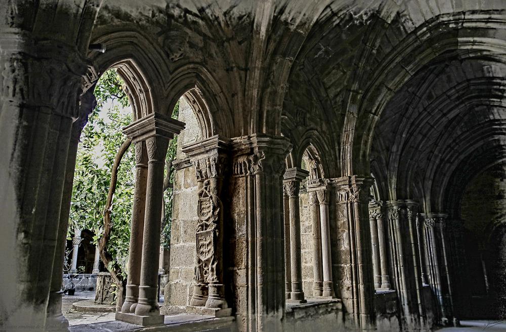 Claustro románico de la Catedral de Plasencia (Cáceres Extremadura España)