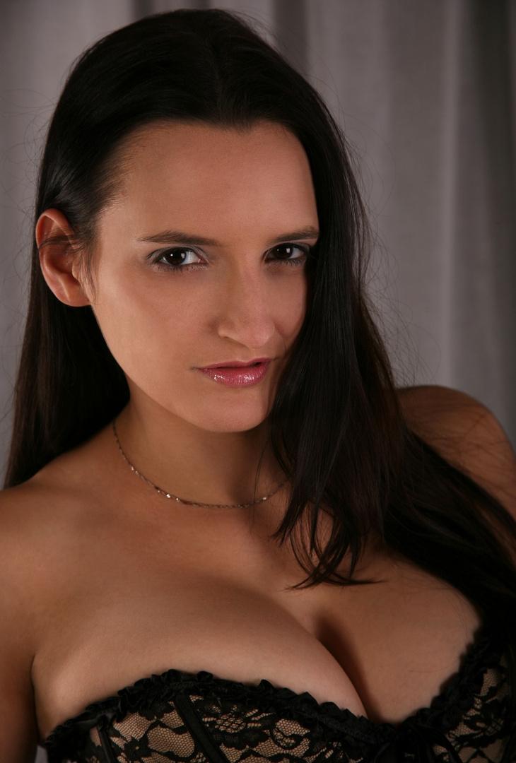 Cleothia ( 4 ) ...