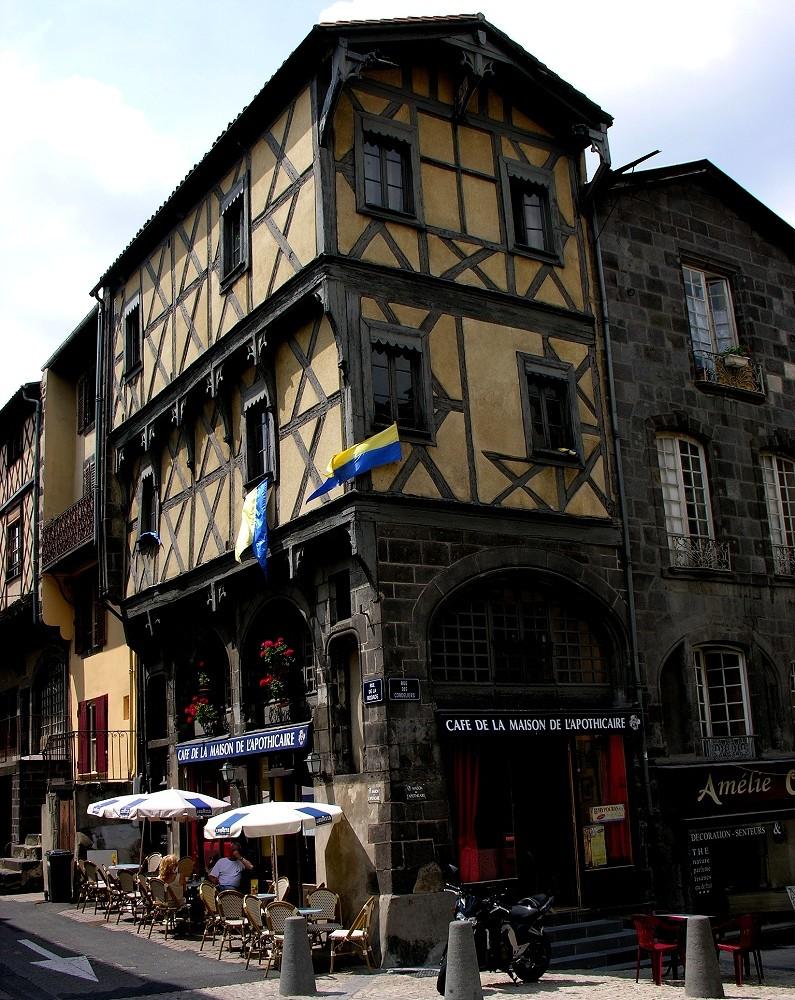 Clermont ferrand viertel montferrand maison de l - Maison jardin nantes clermont ferrand ...