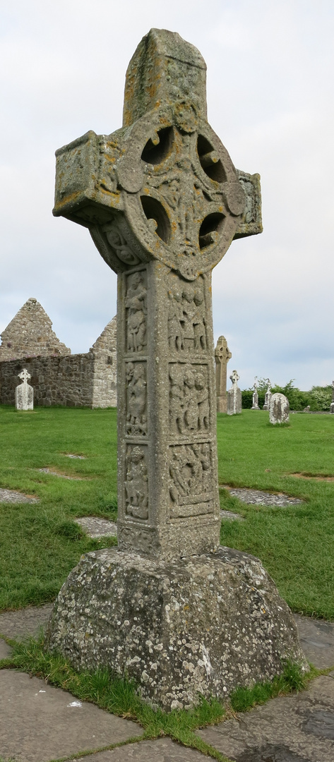 Clonmacnoise-03: Cross of the Scriptures