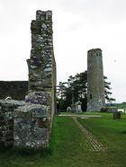 Clonmacnoise-06: Mauern und Steine
