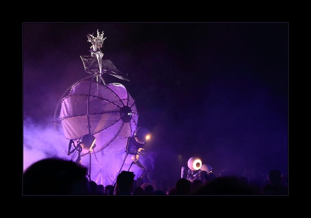 """Close Act: """"Invasion"""" (NL) - 12. Intern. Straßentheater- Festival Holzminden"""