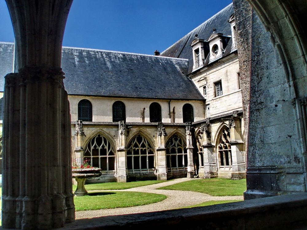 Cloître de Saint Wandrille