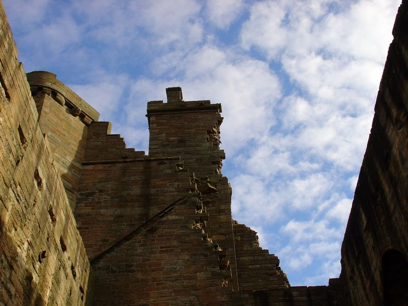 Clouds - Linlithgow Palace