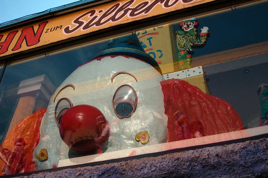 clown beobachtet clown