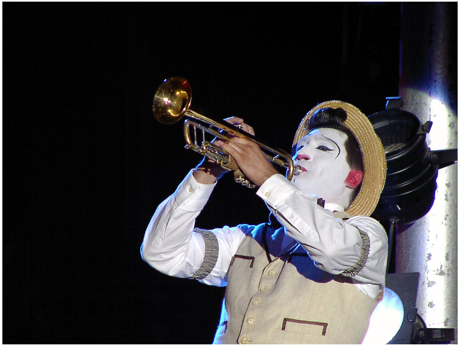 clown & trumpet
