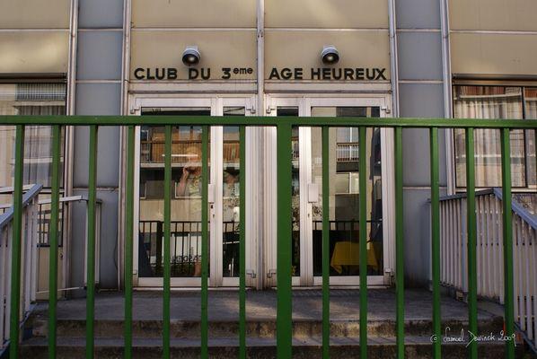 Club du troisième âge heureux