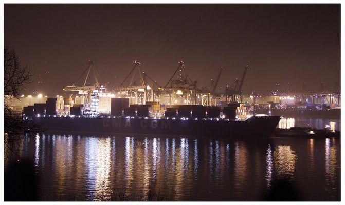 CMA CGM Containerschiff am Athabaskakai