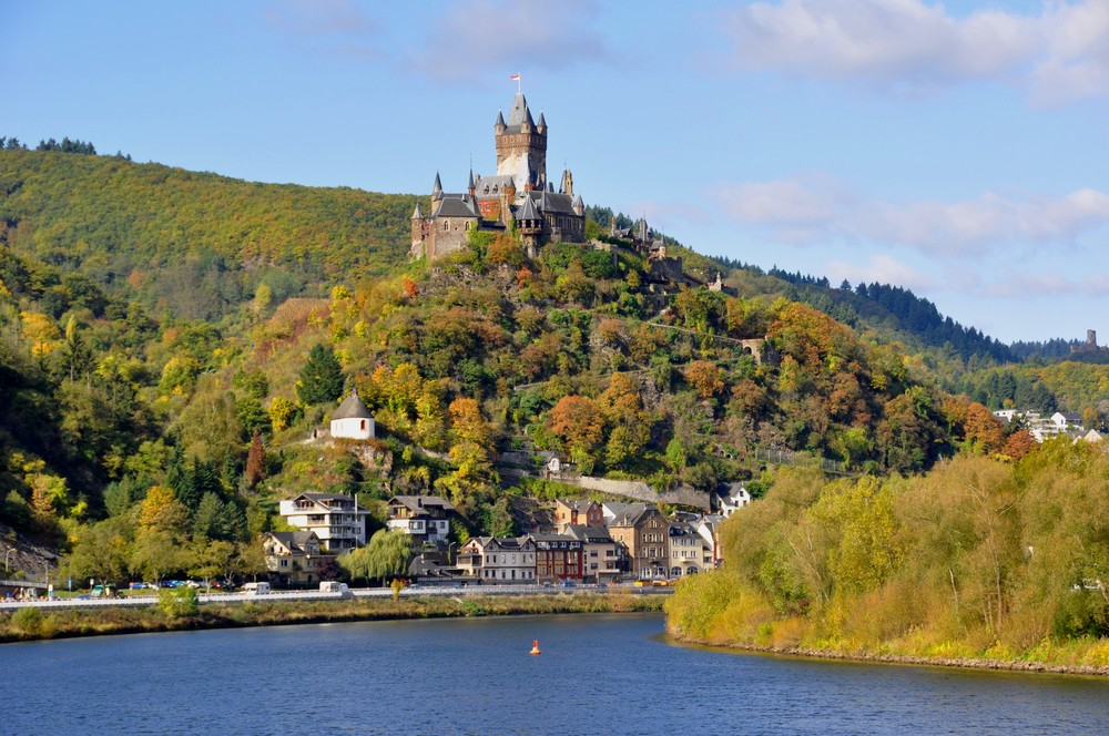 Cochem mit Burg im Herbst