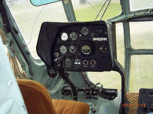 Cockpit einer Mi-8