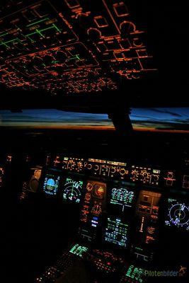 Cockpit Sunrise Airbus A340-600