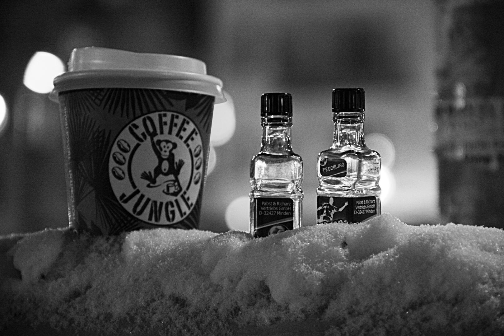 coffee jungle schwarz wei foto bild stillleben zuf llige arrangements motive bilder auf. Black Bedroom Furniture Sets. Home Design Ideas