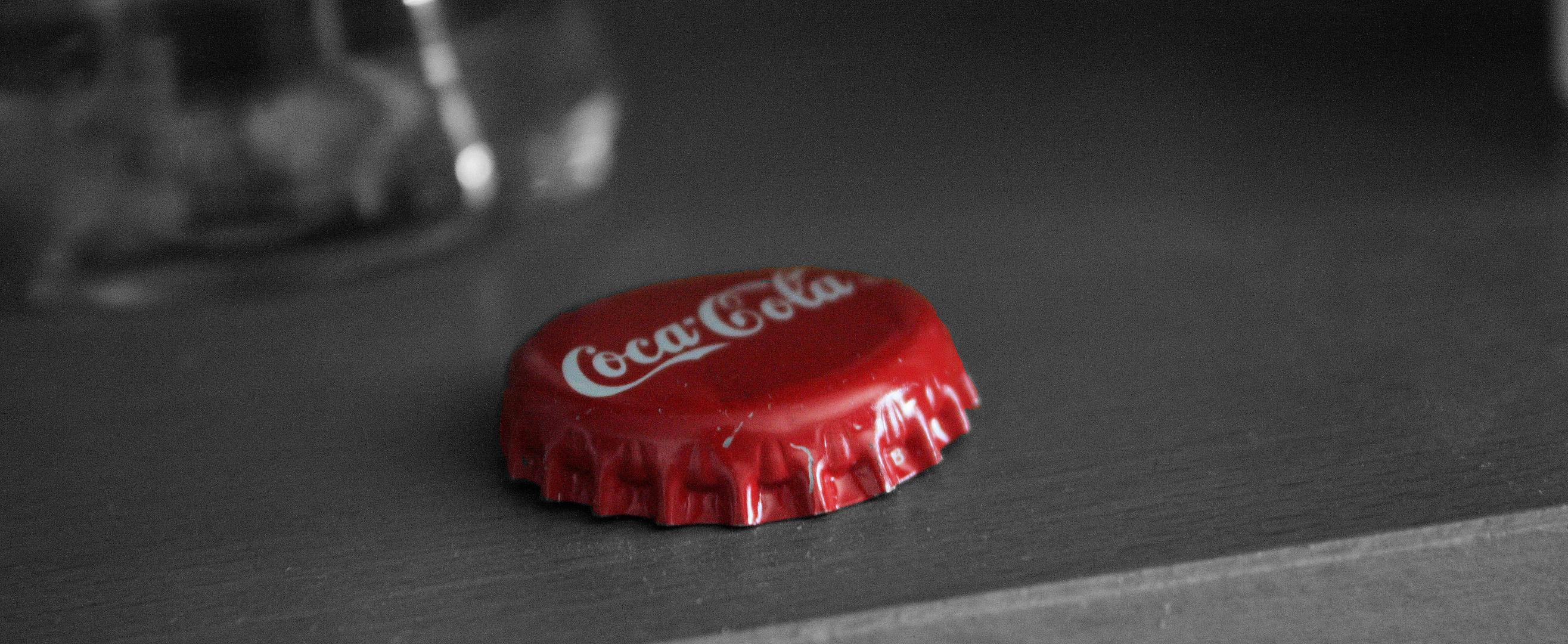 Coke Deckel in Farbe und SW