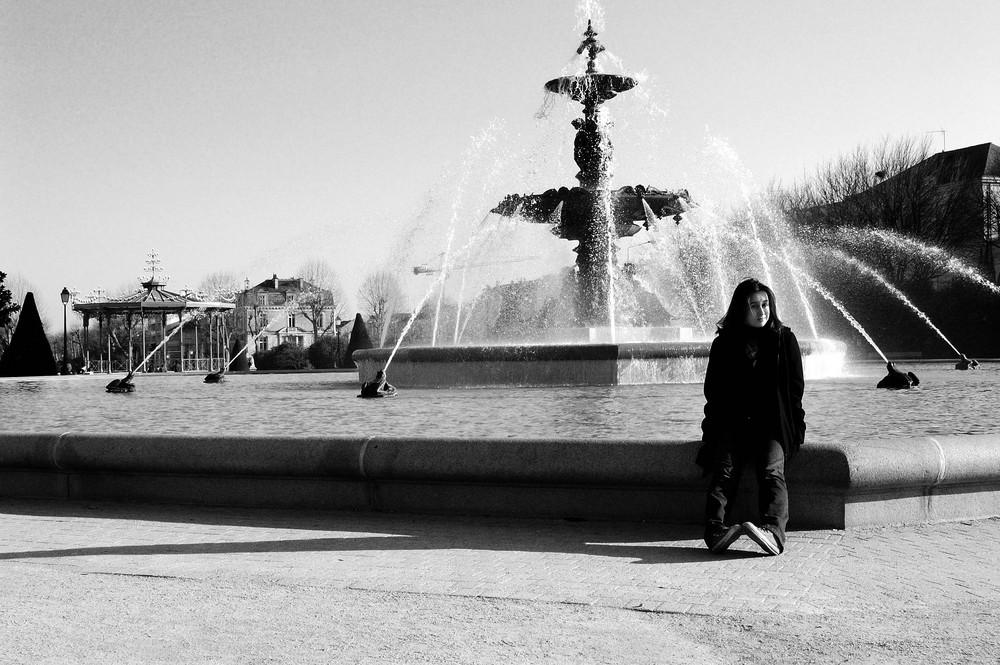 Coline et la fontaine du Mail